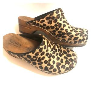Sanita Danish Design beautiful leopard clogs 🙌🏻